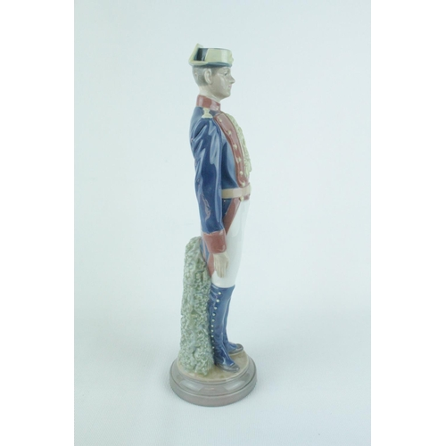 6 - Lladro 'Civil Guard at Attention', Sculptor: Salvador Furió. Model 01005273, Introduced in 1985 and ...