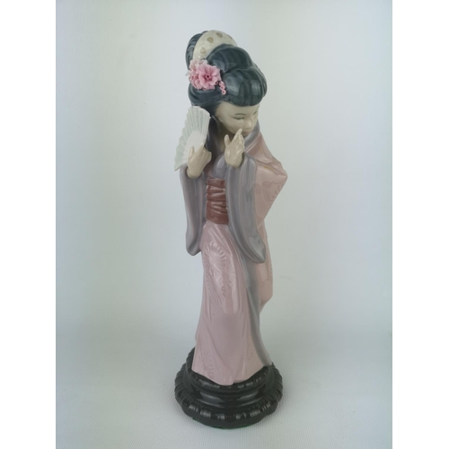 8 - Lladro 'Chrysanthemum', Sculptor: Salvador Debón. Model 01004990, Introduced in 1978 and Retired in ...