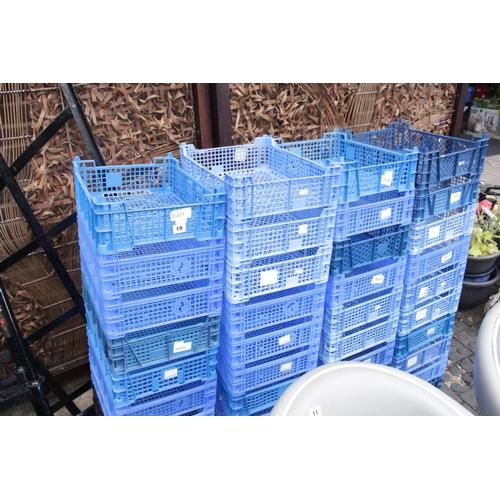 10 - 40 Plastic crates...
