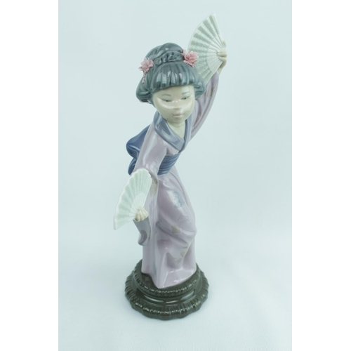 131 - Lladro Madame Butterfly 4991 figure...
