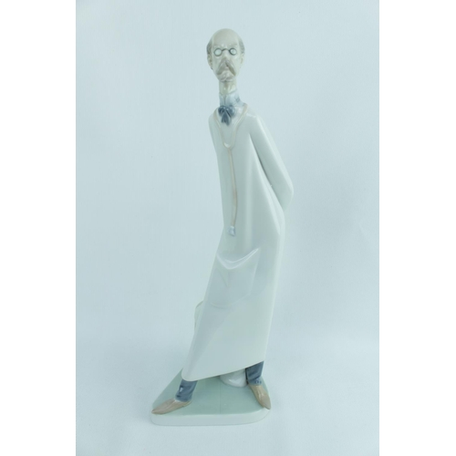 141 - Lladro 'Doctor (Reduced)', Sculptor: Juan Huerta, Model 01004602.3, Introduced in 1969 and Retired i...