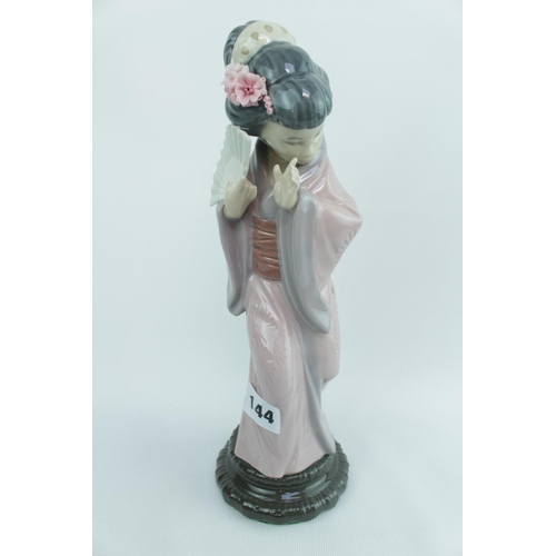 144 - Lladro 'Chrysanthemum', Sculptor: Salvador Debón. Model 01004990, Introduced in 1978 and Retired in ...