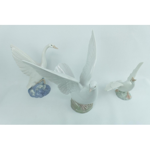 151 - Lladro Dove and 2 Geese with Cabinet plaque...