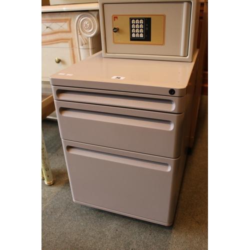 36 - Modern Office drawer unit on wheels...