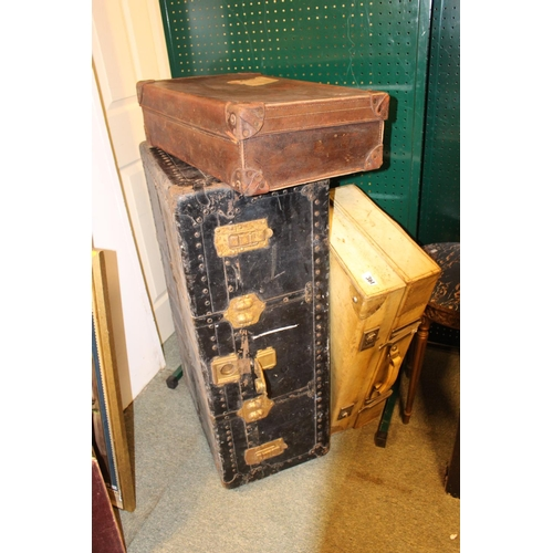 361 - 2 Vintage Cases and a Heavy travelling trunk...