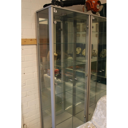 32 - Good quality Glazed double display cabinet...