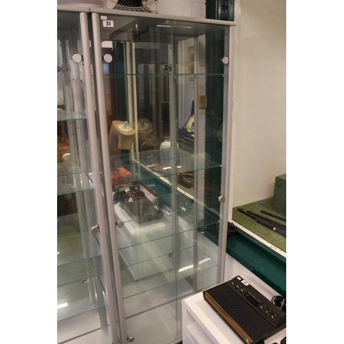33 - Good quality Glazed double display cabinet...