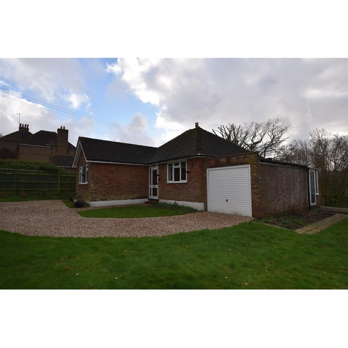 9 - Hye View Bungalow Sandrock Hill Crowhurst Battle TN33 9AY.   Freehold- Fantastic opportunity for a b...