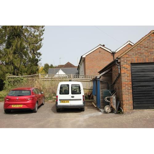 17 - 4 CROCODILE cottages London Road Danehill Haywards Heath RH17 7HS   Guide price- £395,000 Guide plus...