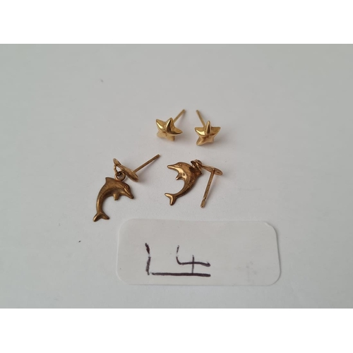 14 - Two pairs of 9ct earrings