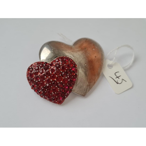 45 - A metal based double heart brooch - 1 heart with red stones