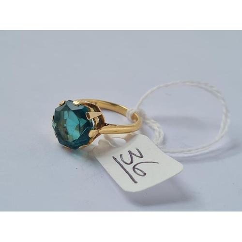 36 - A green stone ring in 18ct gold - size L - 4.5gms
