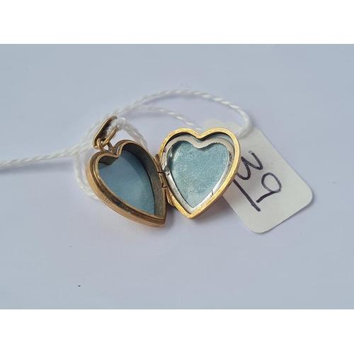 39 - A heart locket in 9ct - 3gms