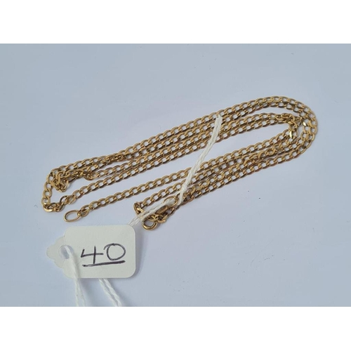40 - A flat curb link neck chain in 9ct - 25