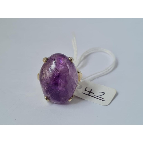 42 - A cabochon amethyst ring in 14ct white gold - size Q - 13.8gms