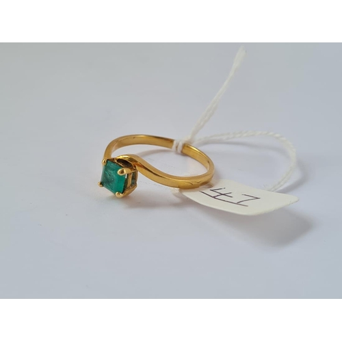 47 - A square cut emerald ring in 18ct gold - size U - 4.1gms