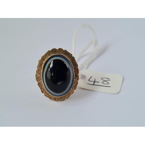 48 - A banded agate ring in 9ct - size Q - 4.8gms