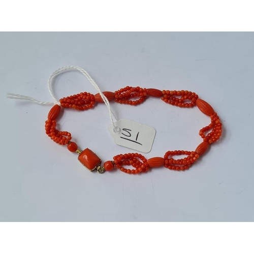 51 - A Georgian coral bracelet with gold coral clasp