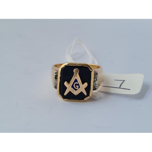 7 - A good masonic signet ring -size T - 11.2gms