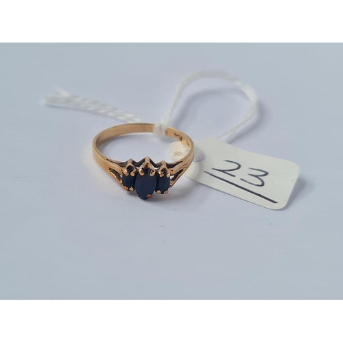 23 - A three stone sapphire ring in 14ct gold - size N - 1.6gms