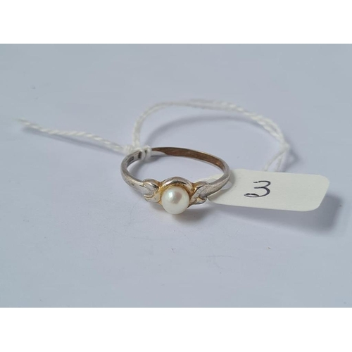 3 - A pearl ring in 9ct - size P - 1.9gms