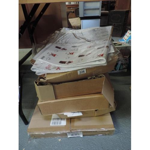 226 - Quantity of gift wrap...
