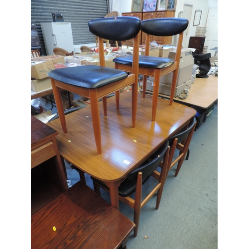 259 - Retro extending kitchen table with 6x chairs...