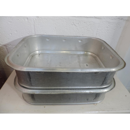 284 - 2x Large Metal meat trays...