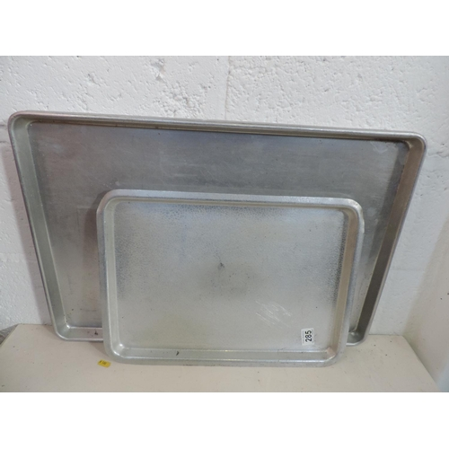 285 - 3x Metal trays...