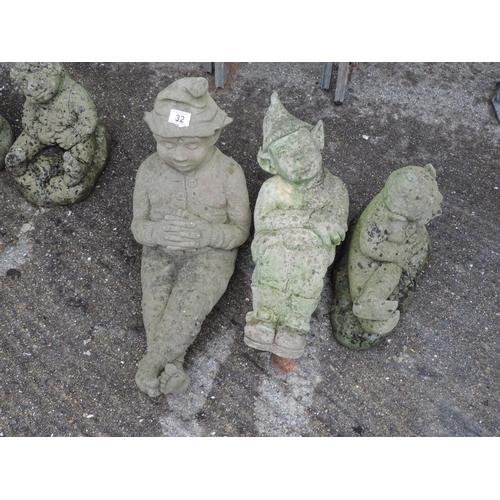 32 - 3x Concrete garden gnomes - relaxing...