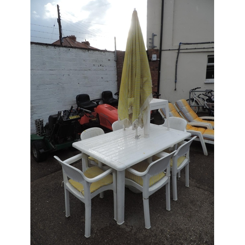 37 - Plastic garden table, 6x chairs, 2x coffee tables and matching parasol...