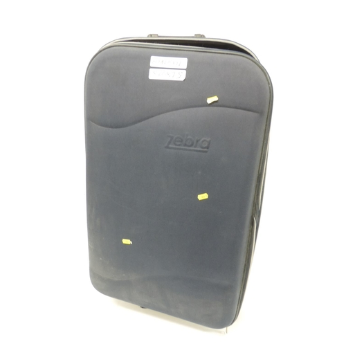 490 - 5x wheeled suitcases...
