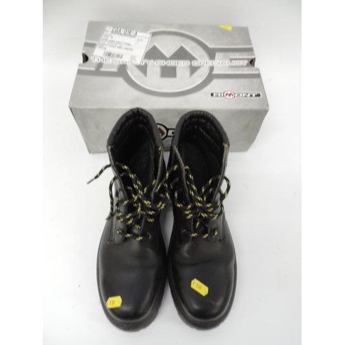 504 - Pair of new work boots size 10...
