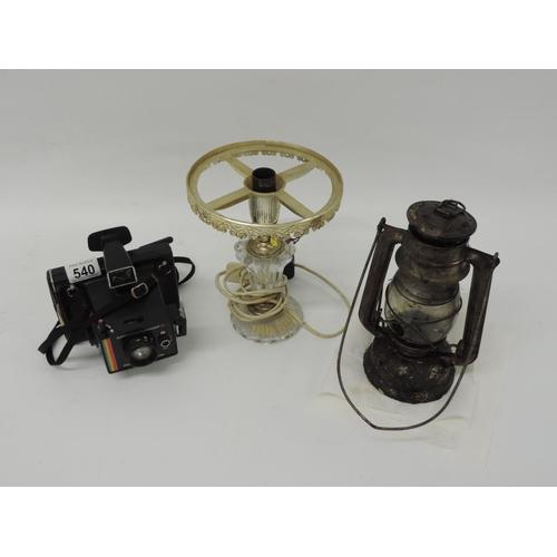 540 - Polaroid camera and 2x lamps...