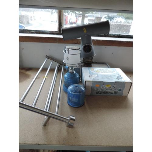 545 - Aquarium purifier, gas lamp, paraffin heater and towel rail...