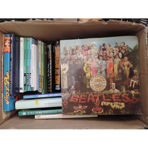 574 - Box of books, plants...