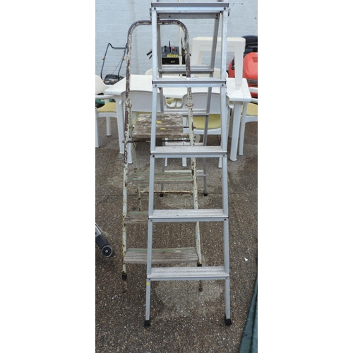 59 - 2x Step ladders...