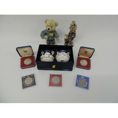726 - Commemorative coins, cased Leonardo ornaments etc...
