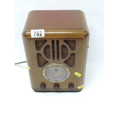 762 - Reproduction radio...