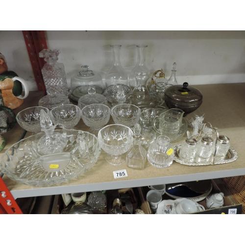 785 - Shelf of glassware...