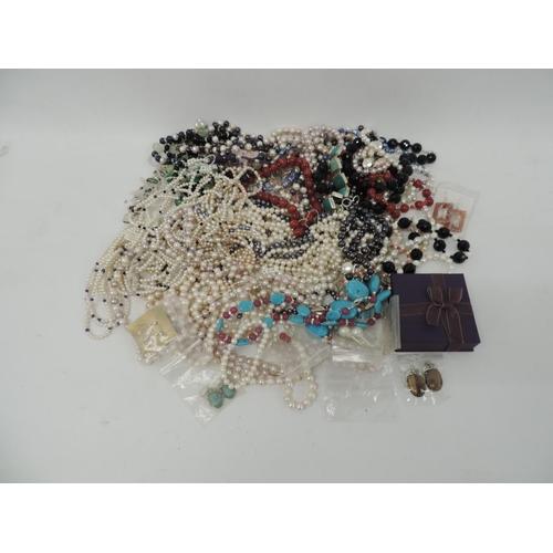 854 - Costume jewellery - necklaces...
