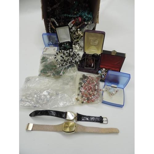 878 - Costume jewellery...