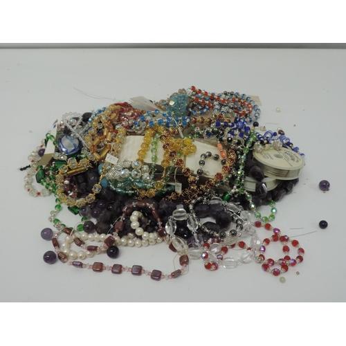891 - Costume jewellery...
