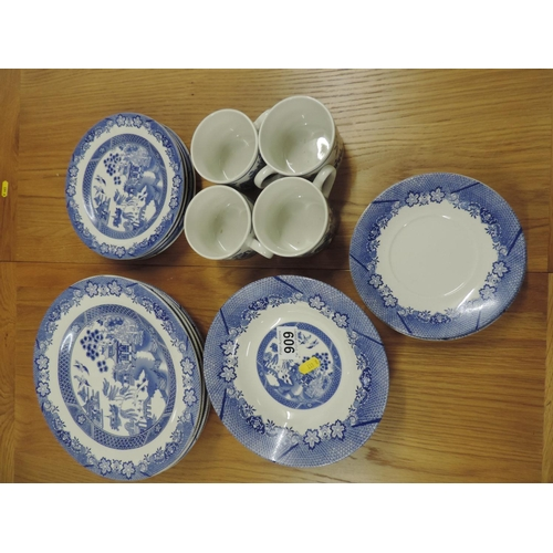 909 - Willow pattern china...
