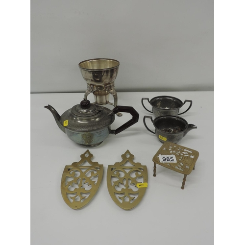 985 - Brass trivets etc...