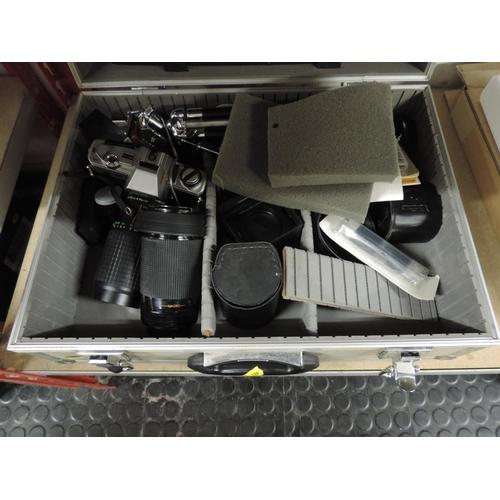 998 - Aluminium flight case and contents - Minolta camera and lenses...