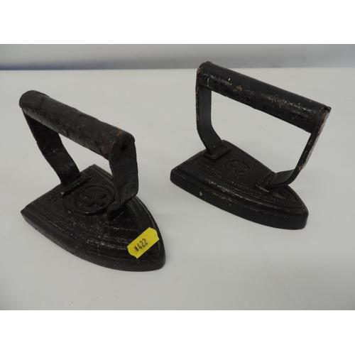 910A - 2x flat irons...