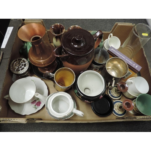 919B - Box of misc - Barum ware, lidded jug etc...