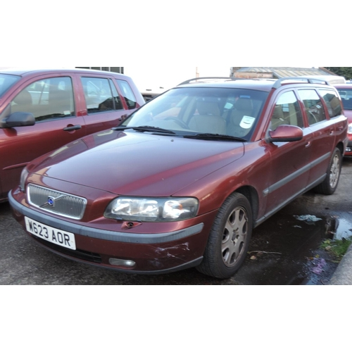 10C - Volvo V70 estate petrol Automatic MOT March 2017 163,816 recorded miles  W623 AOR...