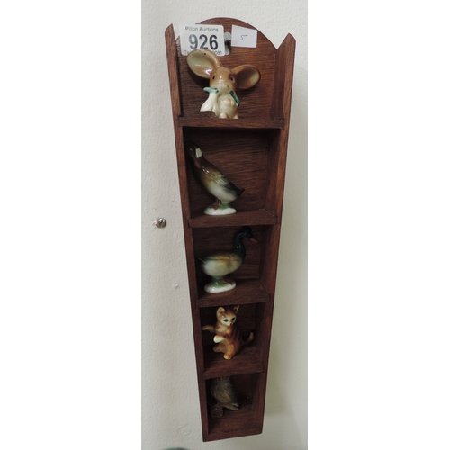 926 - Small wooden wall rack and contents - ornaments...